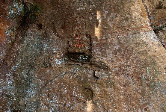 11 岩の表面にも彫っています.JPG