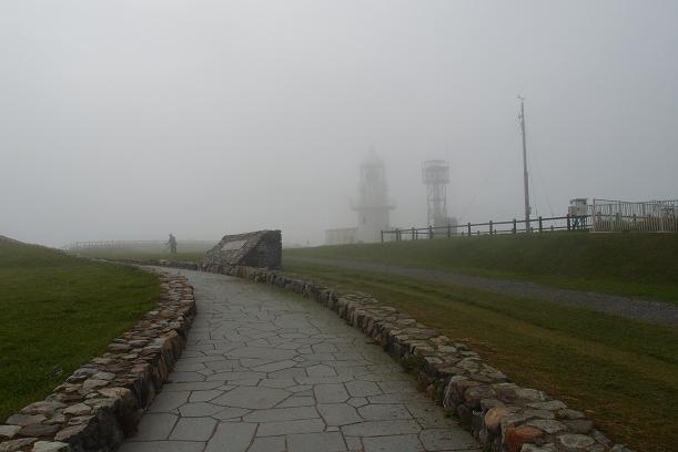 11 霧の灯台.JPG