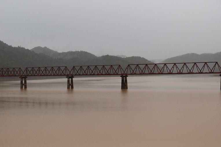 12 とっても珍しい鉄橋なのだ.JPG