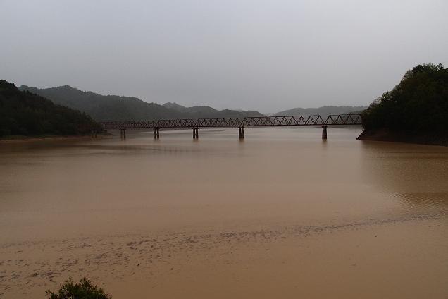 12 廃線の鉄橋.JPG