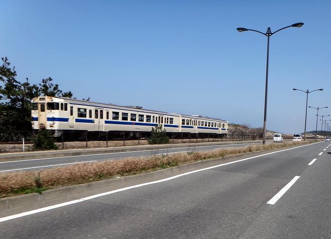 13 砂丘を走る列車です.JPG