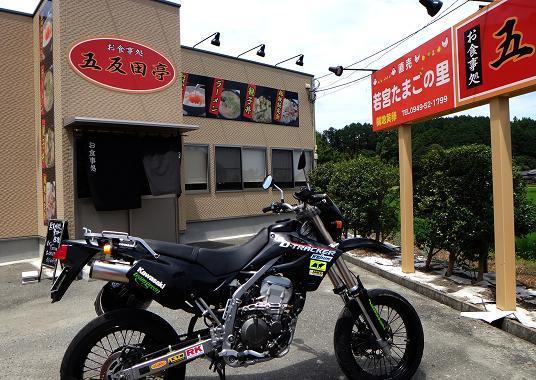 15 養鶏所直営店.JPG