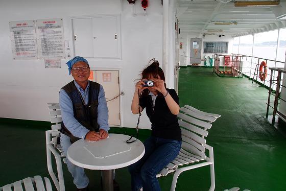 16 肥前さんはかならず女性と写真を撮ります.JPG