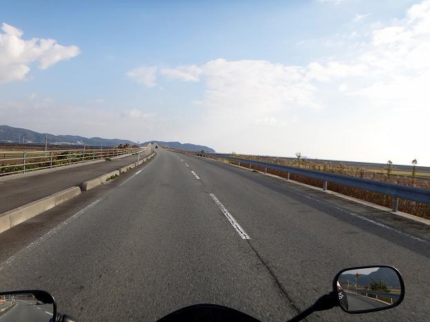 17 干拓地の中の道.JPG