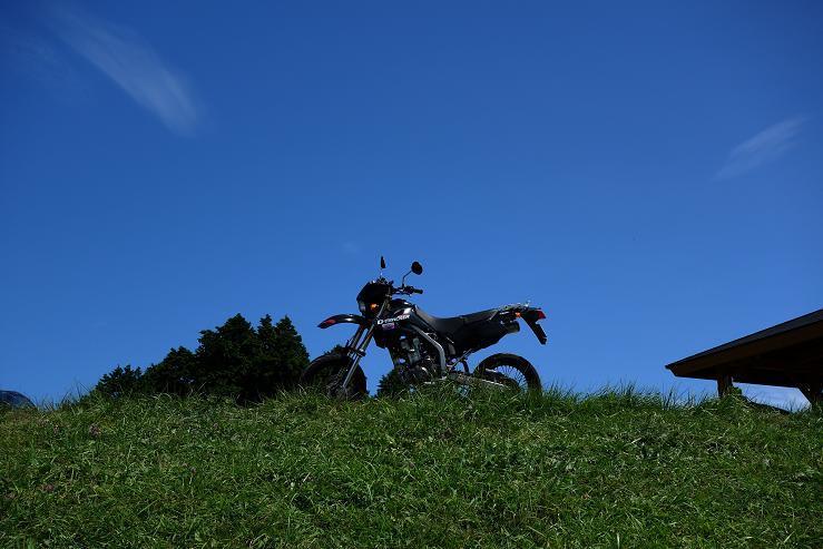 18 山の上の空は青いです.JPG