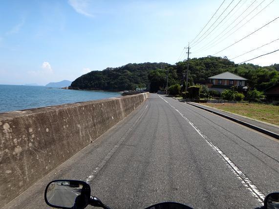 18 島なので外周の道は海が見える.JPG