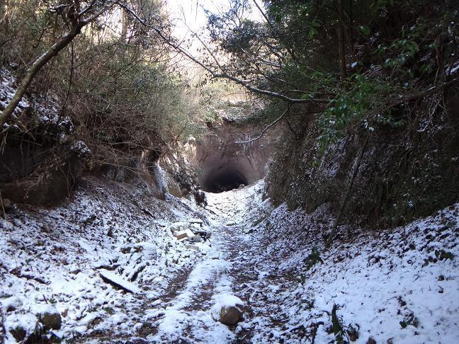 18 雪の中に穴ポコ出現.JPG
