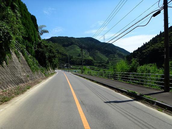 19 ダムの上流は良い感じの農村です.JPG