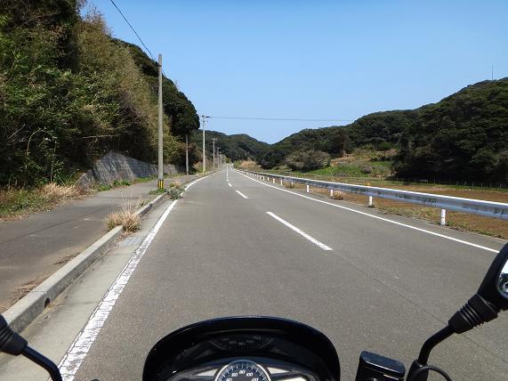 21 島一番の高規格道路.JPG