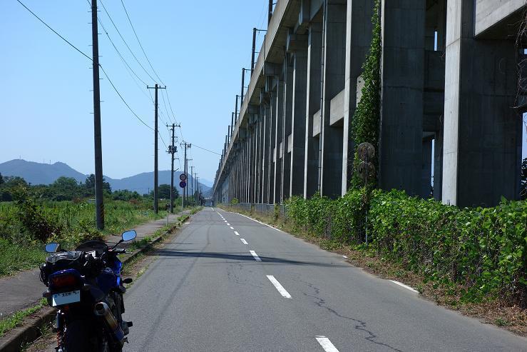 24 どこまでも続く東北新幹線.JPG