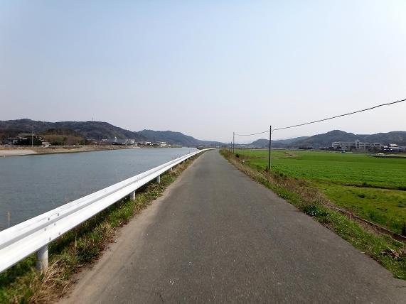 26 釣川の土手.JPG