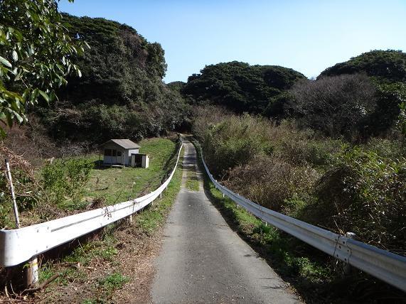 28 山の中のジェットコースター道路.JPG