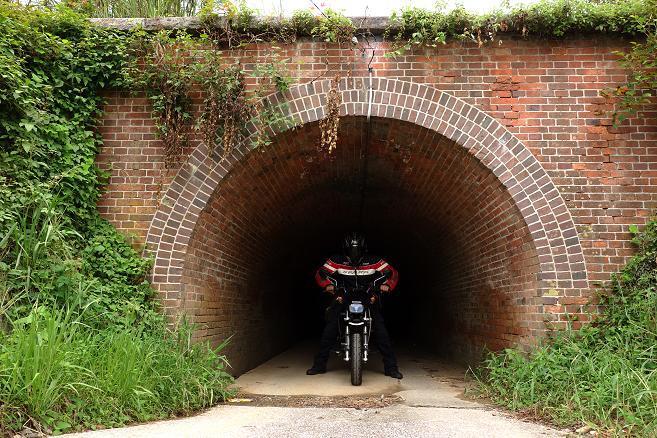 29 ちびっ子バイクなら余裕の大きさです.JPG