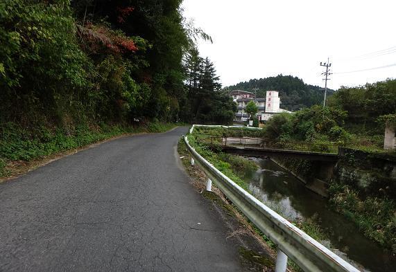 29 寂れた感じのエリアもある温泉.JPG