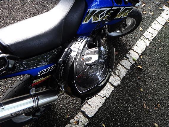 2 寄生してるみたいなヘルメットホルダー.JPG