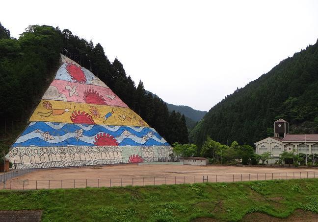 31 Tマップルには村のシンボルの壁画って書いてる.JPG