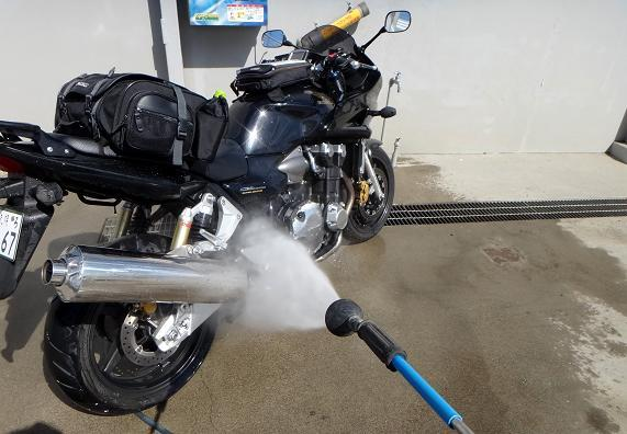 35 ヤマセミ号洗車中.JPG