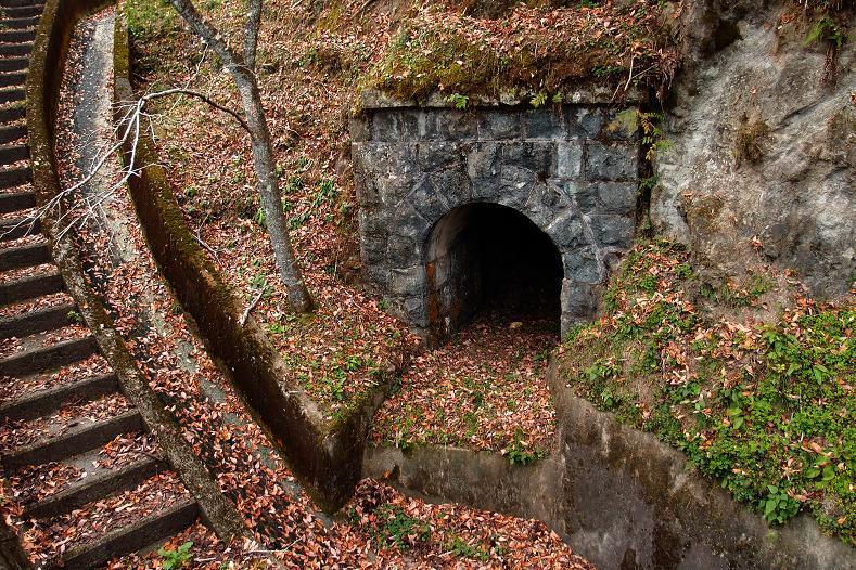 35 謎のトンネル.JPG