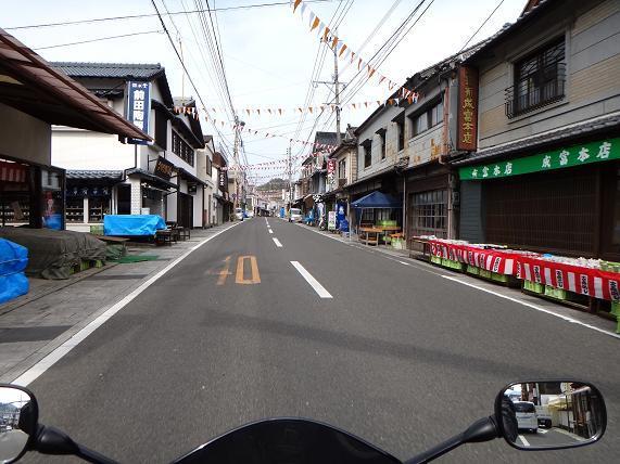 37 有田の陶器市の準備.JPG