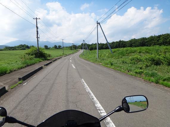 37 草原の道.JPG