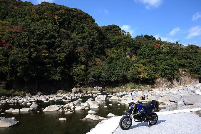 3 小さいバイクの特権.JPG