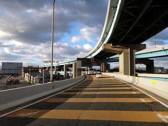 3 通勤ラッシュの都市高速は必死です.JPG