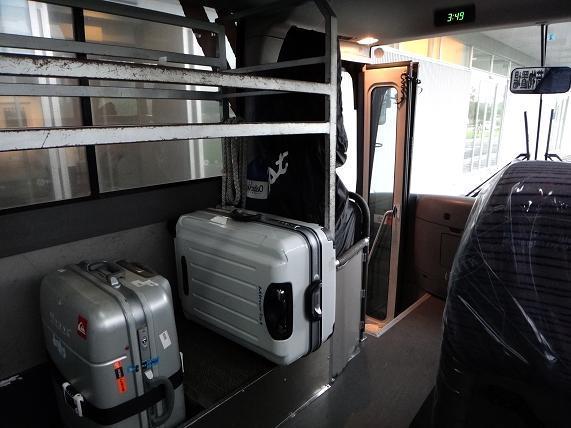 45 バスで空港へ.JPG