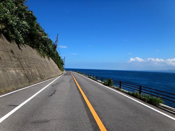 49 海の色が真っ青です.JPG