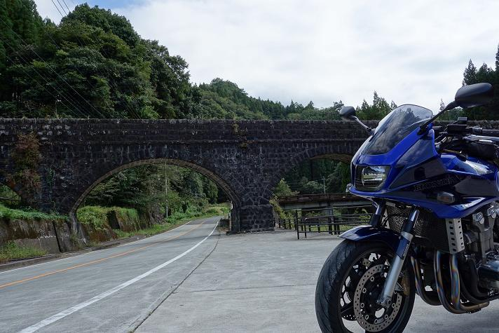 49 石橋とカワセミ号.JPG