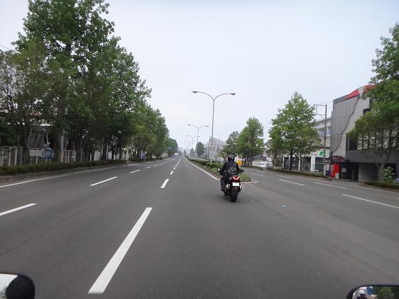 4 市内は霧です.JPG