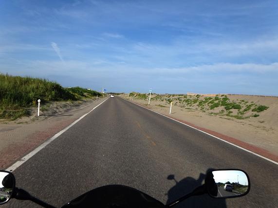 4 砂丘の中の道.JPG