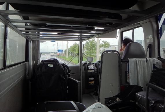 5 送迎バスで移動中.JPG