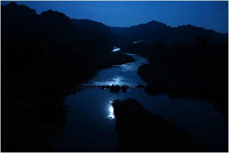 60 月夜の川.JPG