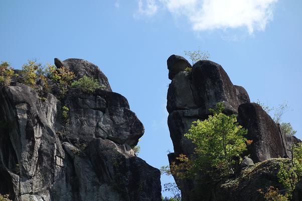 6 落ちそうな岩.JPG