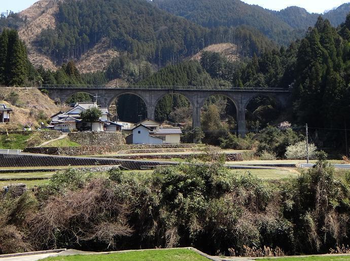 7 アーチ橋.JPG