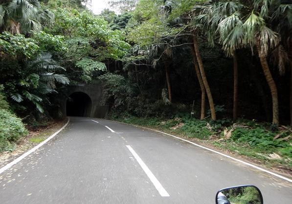 7 中間地点にあるトンネル.JPG