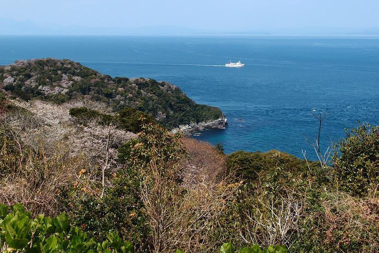 7 四国に向かう船が見える.JPG