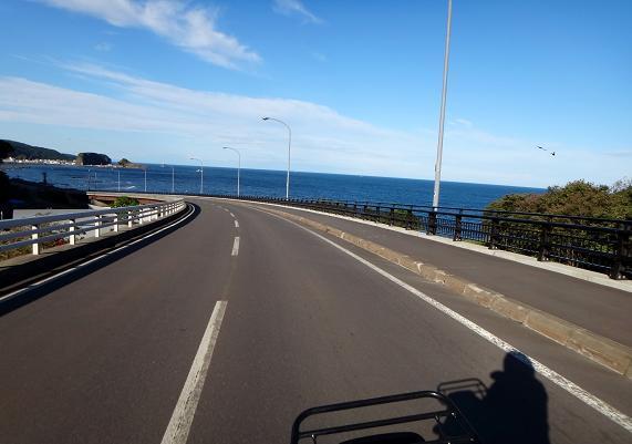 7 海沿いから横断道へ.JPG