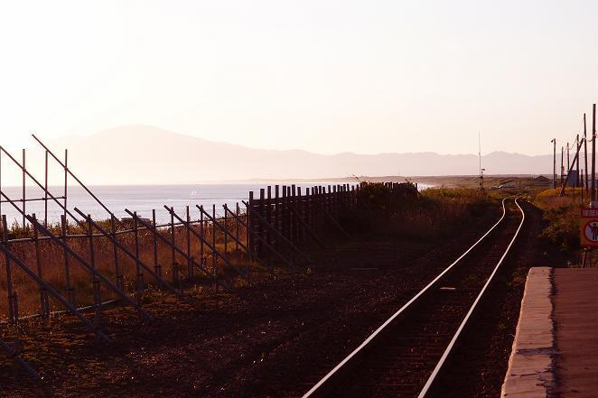 8 オホーツク海を見ながら走る路線だよ.JPG
