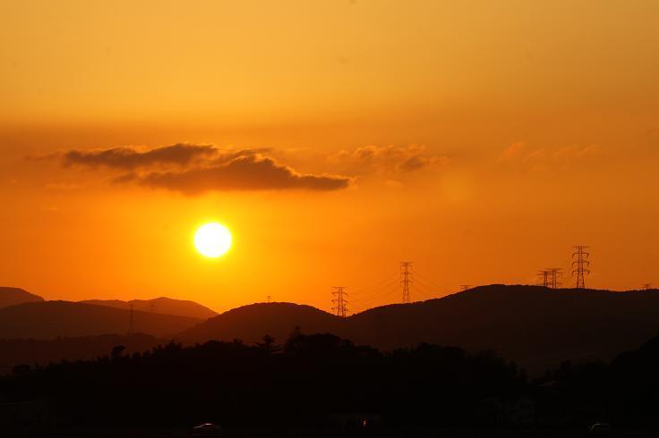 天気が悪くて久しぶりの夕日.JPG
