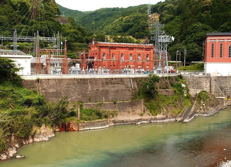 山奥の水力発電所だけどここはデカイ.JPG