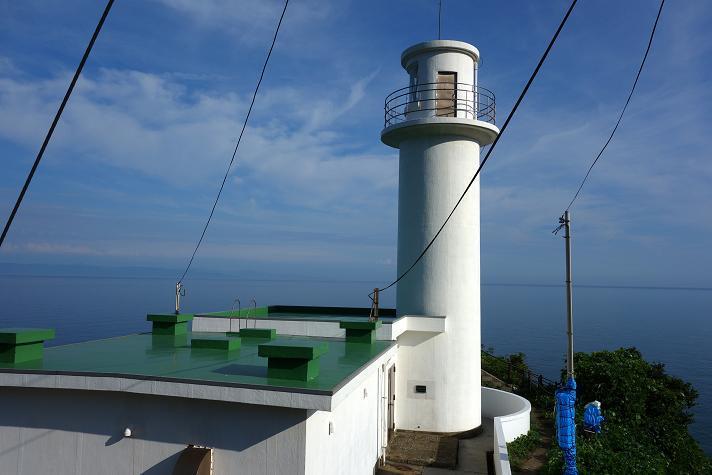 灯台の全貌ですが電線多すぎ.JPG