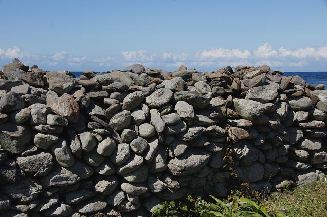 積んでる石が珊瑚だたったら沖縄です.JPG