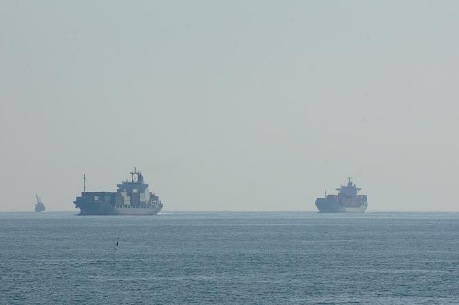 船はいっぱい通ります.JPG