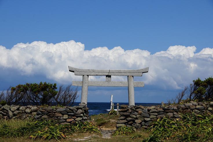 鳥居から日本海が見える.JPG