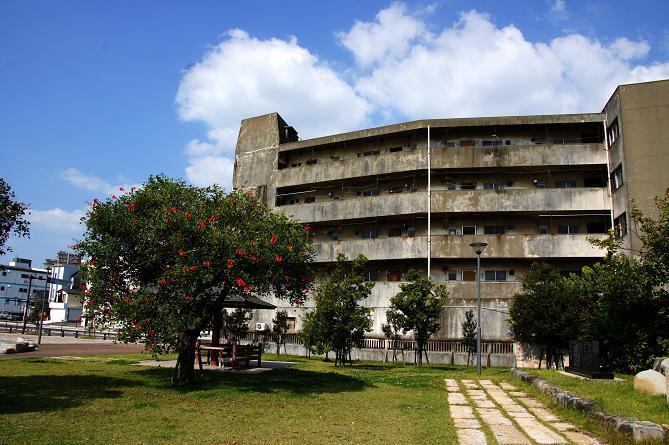 14 再開発と昔の建物.JPG
